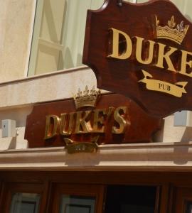 Dukes Pub Grand Rotana